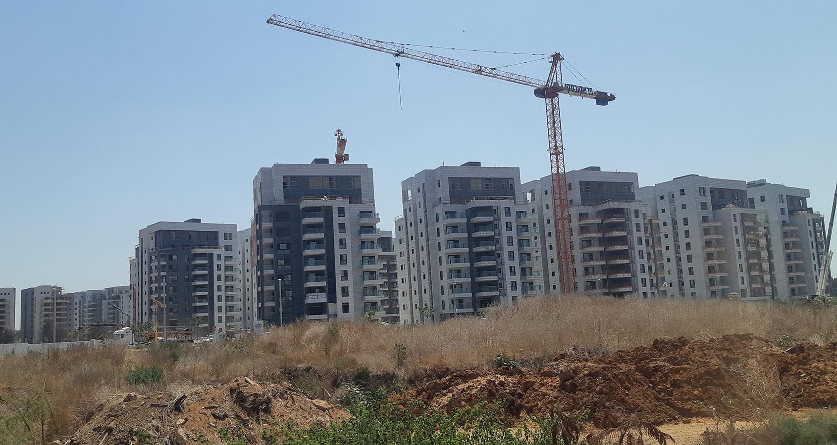 בנייה בגליל ים הרצליה | צילום: שרון יונתן