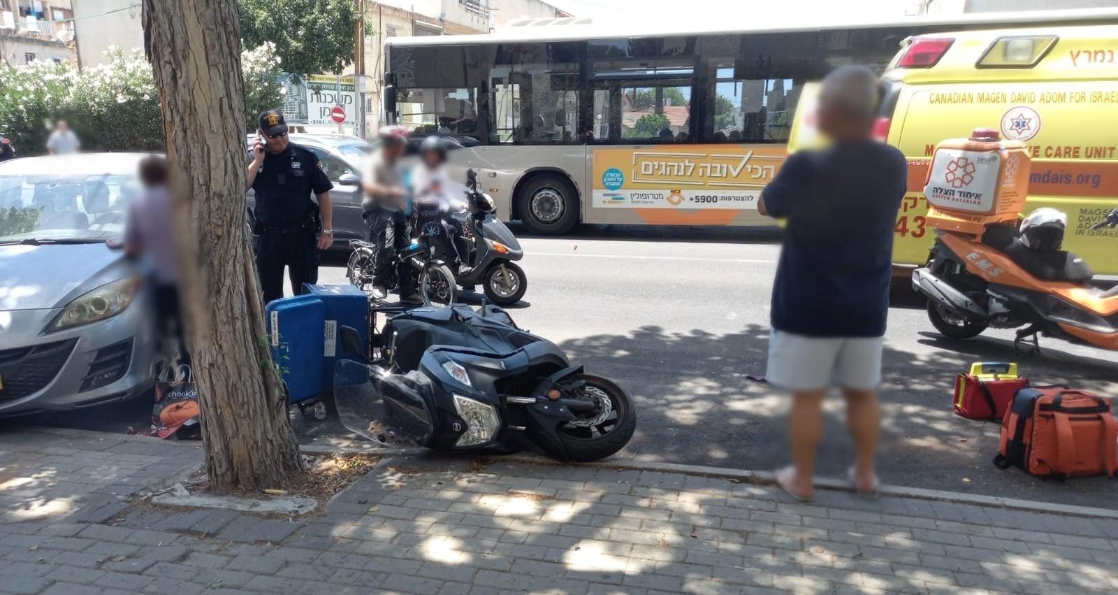 תאונת דרכים ברחוב ויצמן בהרצליה. צילום: דוברות איחוד הצלה