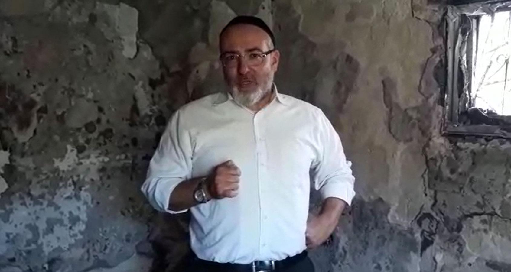 חבר המועצה אלעד צדיקוב בבית שרוף בלוד