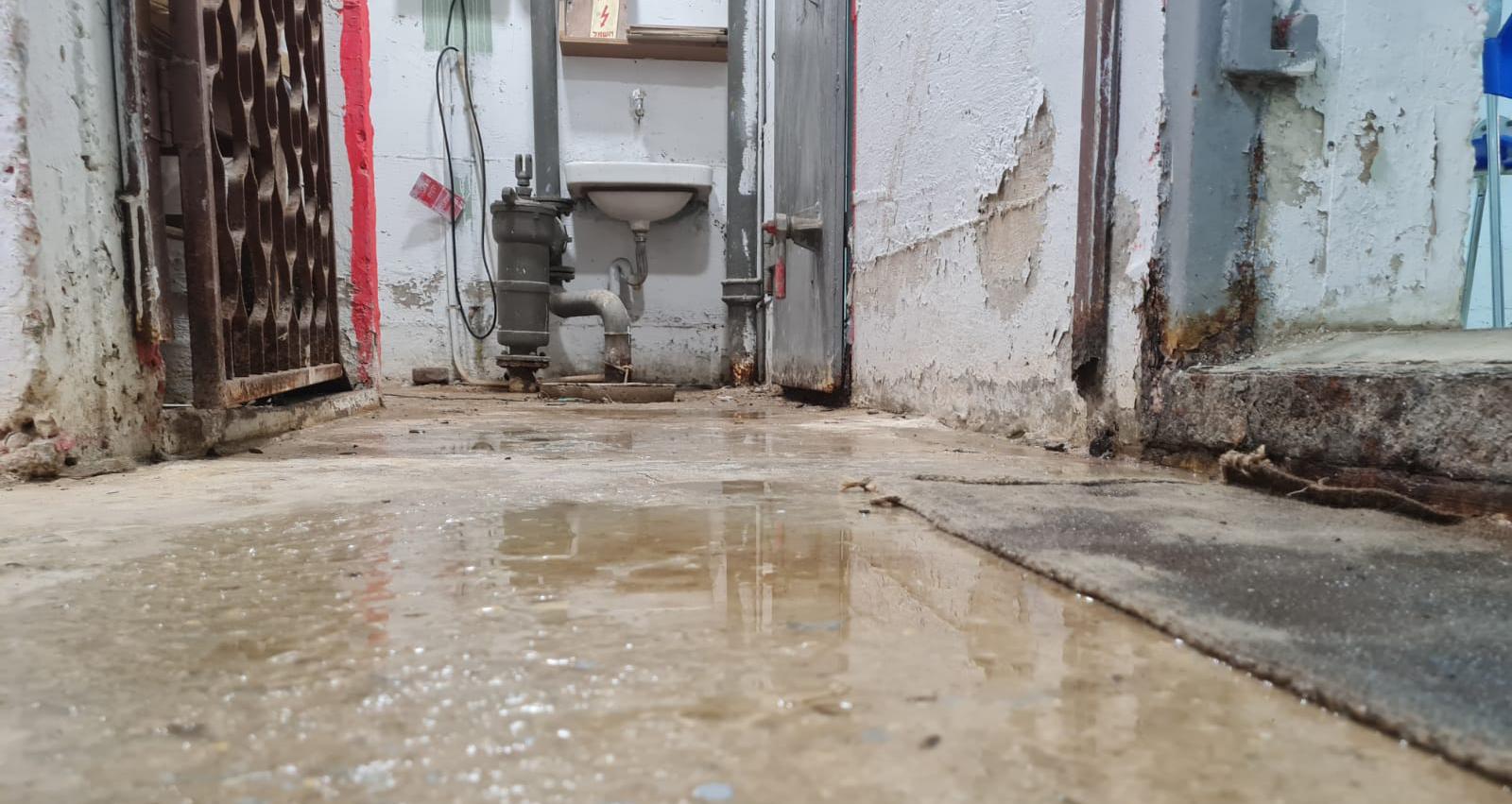 מקלט מוצף ומוזנח בשכונת יד התשעה הרצליה