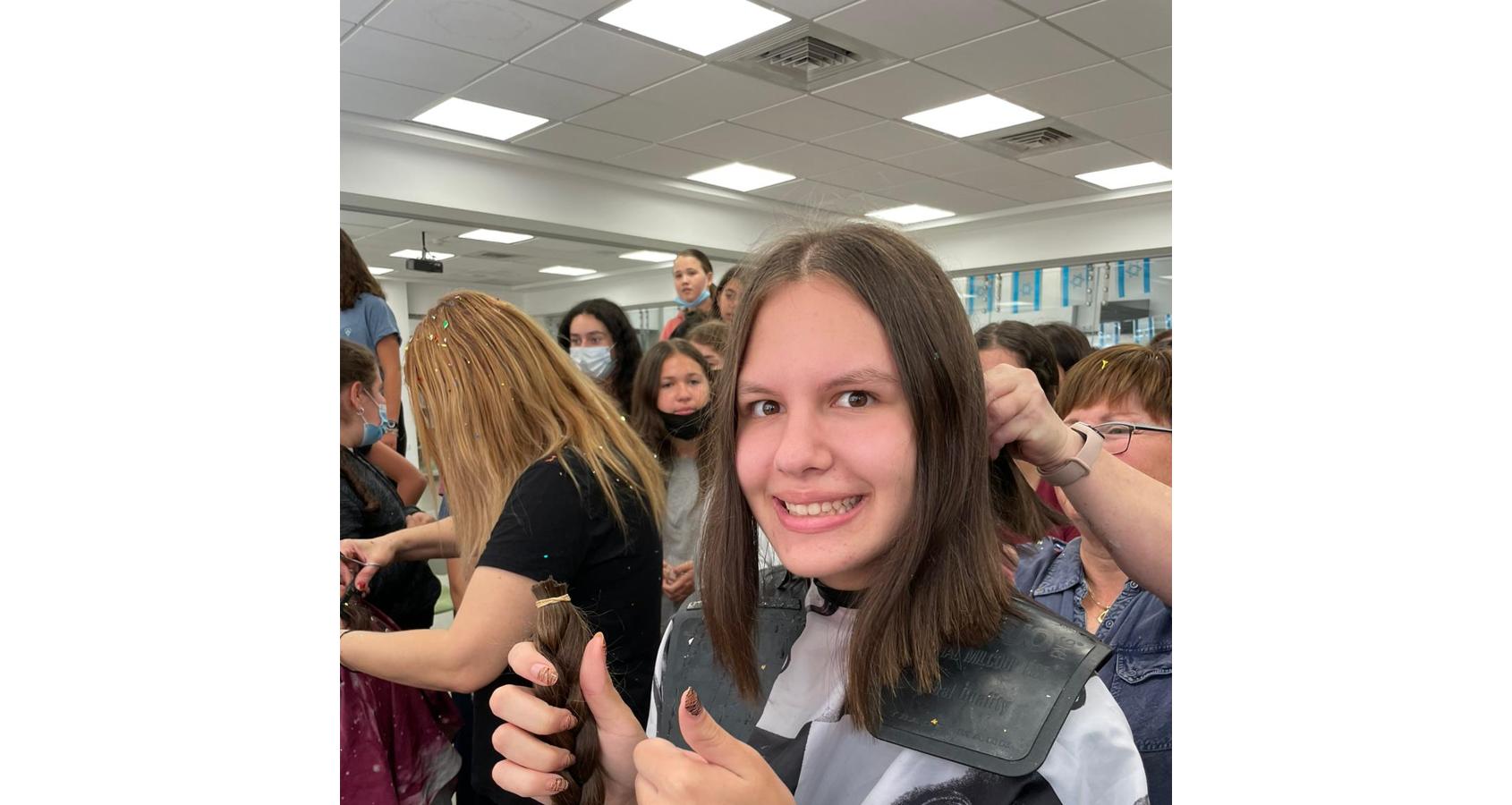 תלמידות אמית רננים תורמות שיער לחולות סרטן
