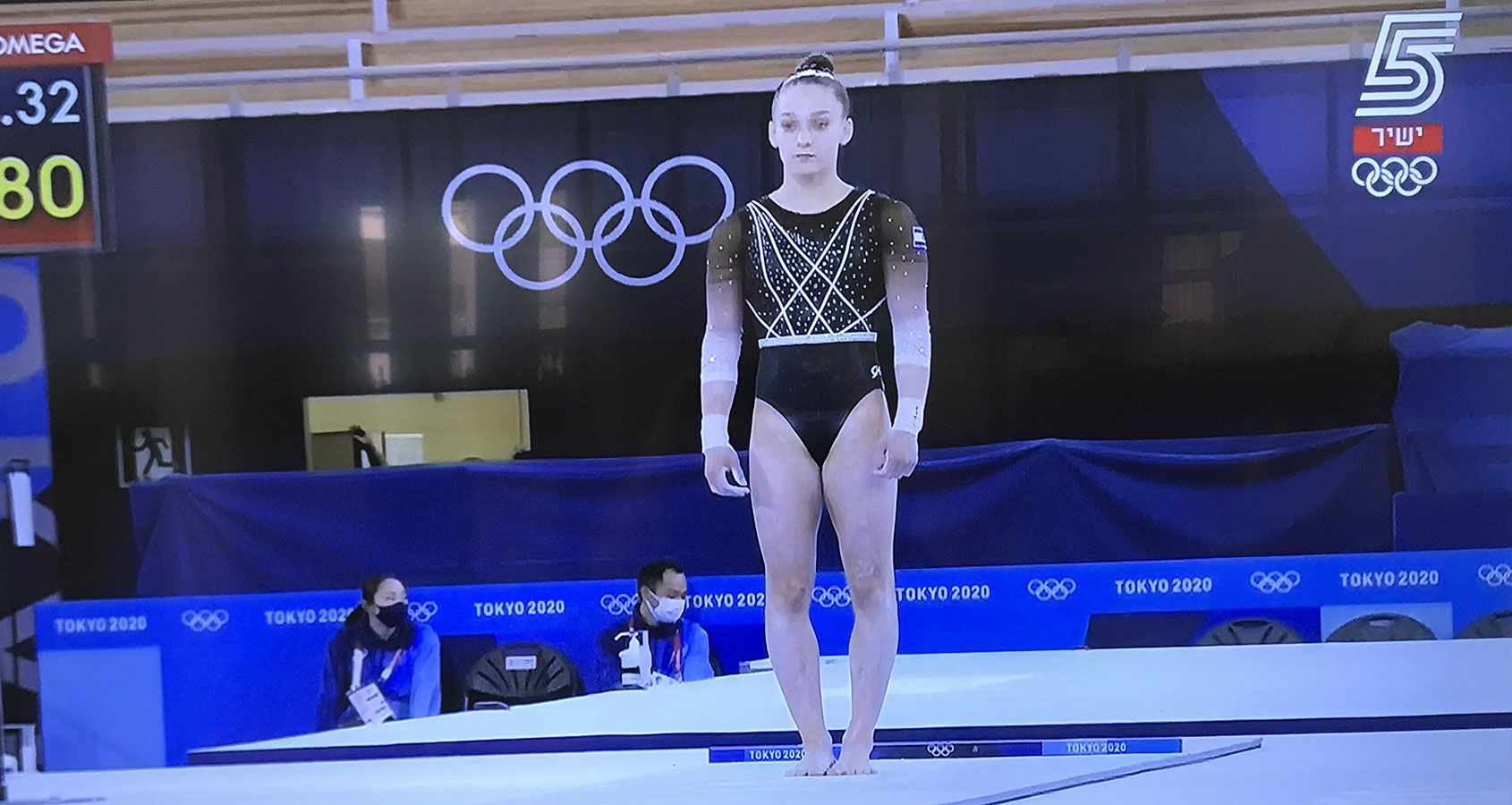 ליהיא רז בתרגיל קפיצות - אולימפיאדת טוקיו 2020. צילום מתוך שידור ערוץ הספורט (5)