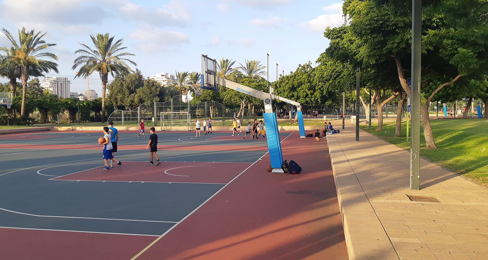 מגרשי הכדורסל בספורטק הרצליה