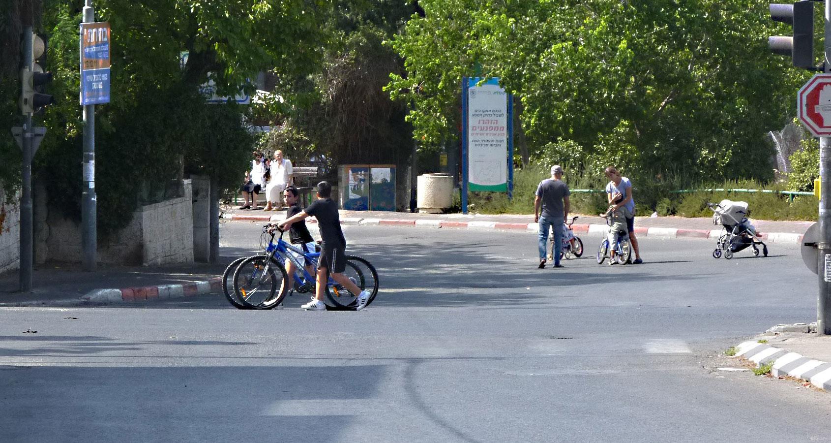 רוכבי אופניים ביום כיפור